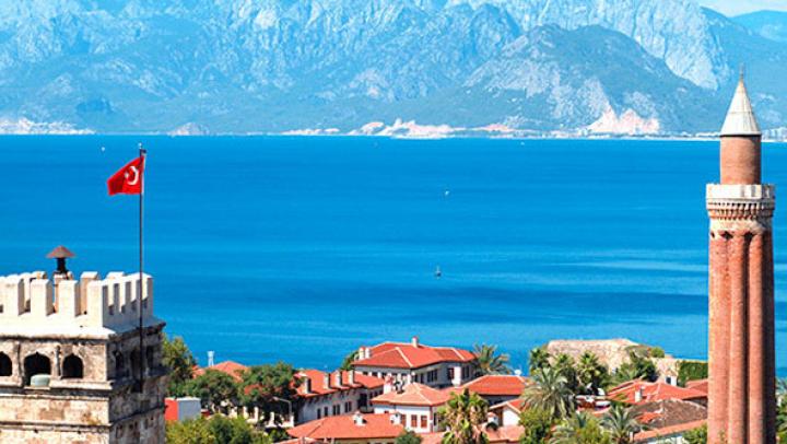 INCENDIU într-un hotel din Antalya: Sute de turişti, evacuaţi. 15 persoane au fost rănite