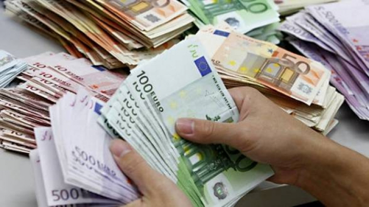 Gest IMPRESIONANT! Un algerian a găsit şi dus la poliţie 77.000 de euro care aparţineau unei românce