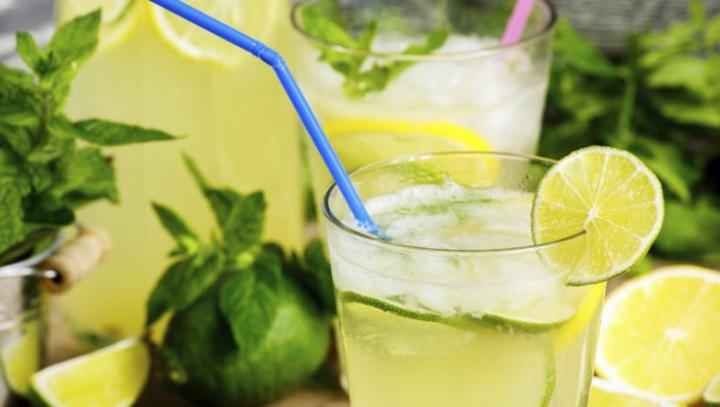 Delicii de vară! Limonadă delicioasă şi sănătoasă pe timpul anotimpului cald