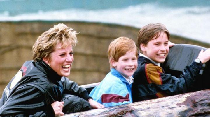 Imagini exclusive: Prinții William și Harry arată fotografii de familie nemaivăzute cu prințesa Diana