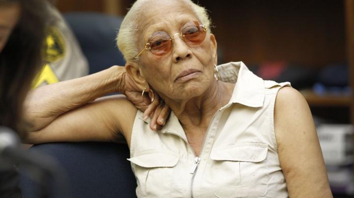 O celebră hoaţă de bijuterii a fost arestată la vârsta de 86 de ani