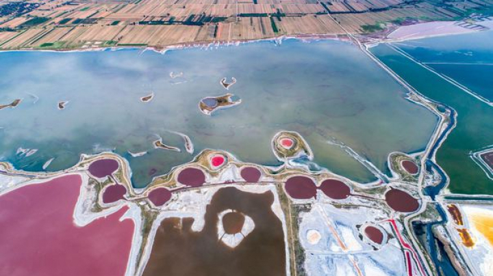 IMAGINI SPECTACULOASE! Lacul din China care își schimbă culorile (FOTO)