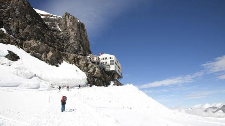 INCREDIBIL! Trupurile înghețate ale unui cuplu au fost descoperite într-un ghețar după 75 de ani