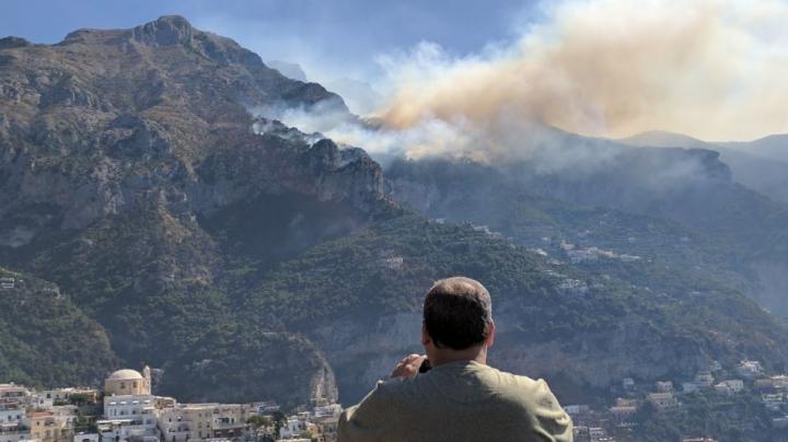 Un român a fost arestat în Italia, fiind acuzat că a provocat intenţionat incendii de vegetaţie