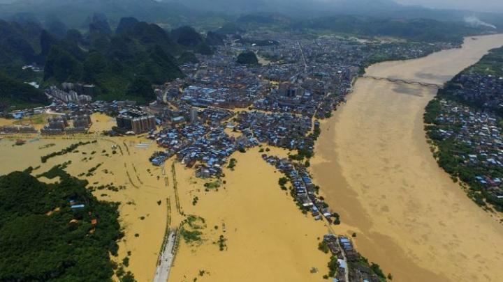 Inundaţii masive în China: peste 40 de persoane dispărute şi alte sute de mii evacuate