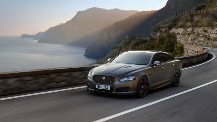 Putere şi eleganţă! Jaguar a publicat primele imagini şi detalii oficiale cu noul XJR575 (VIDEO)
