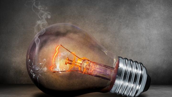 Chișinăul și alte 18 raioane rămân fără curent electric. Principalul furnizor al energiei anunță deconectări programate pentru 19 iulie