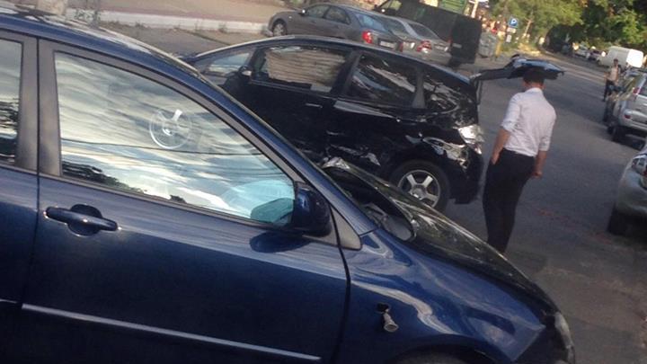 Accident rutier în Capitală. Două maşini s-au ciocnit într-o intersecţie din Centru (FOTO)