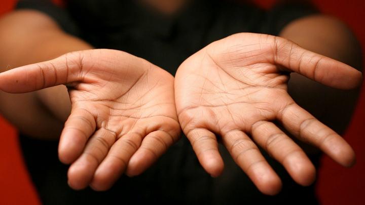 Ai un X în palmă? Ce înseamnă acest semn şi cum îţi poate marca viaţa