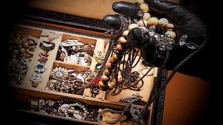 GHINION CURAT! Câţiva hoţi au vrut să jefuiască un magazin de bijuterii. Vei RÂDE când vei afla ce a urmat (VIDEO)