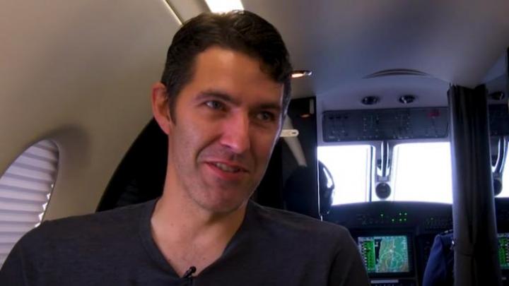 De necrezut! Acest bărbat călătorește zilnic cu avionul, pentru a ajunge la serviciu și înapoi