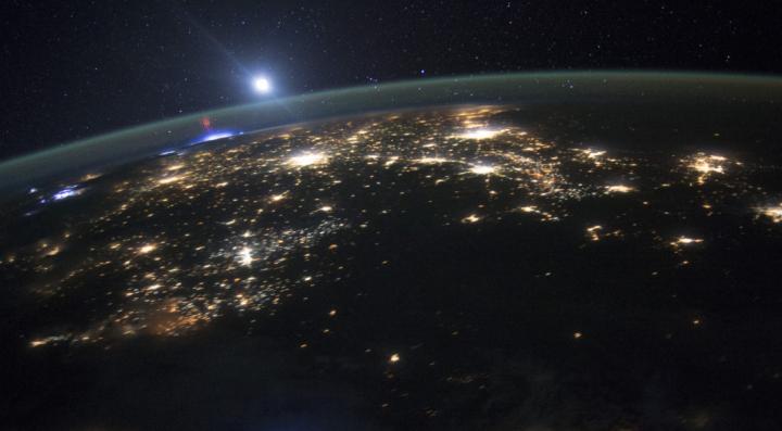 Chinezii au reușit teleportarea unui foton pe un satelit aflat pe orbita Pământului