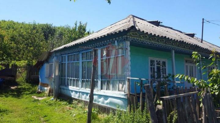 TERIFIANT: O fetiță din Moldova și-a văzut propria mamă murind în bătaie. Tatăl său a comis crima