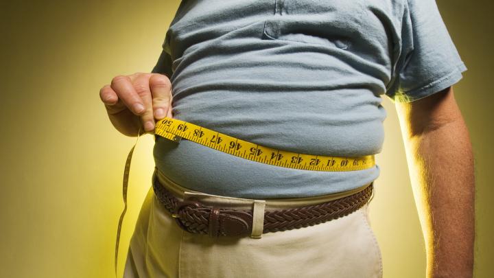 Studiu: Creşterea severă a greutăţii corporale la vârste înaintate, asociată cu apariţia demenţei