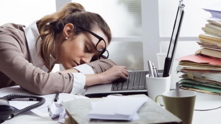 Temperaturile ridicate predispun oamenii la oboseală, dureri de cap și indispoziție. Ce recomandă specialiștii