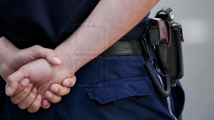 Caz ÎNFRICOȘĂTOR! Un băiat de 10 ani a fost bătut de mama sa cu fierul de călcat