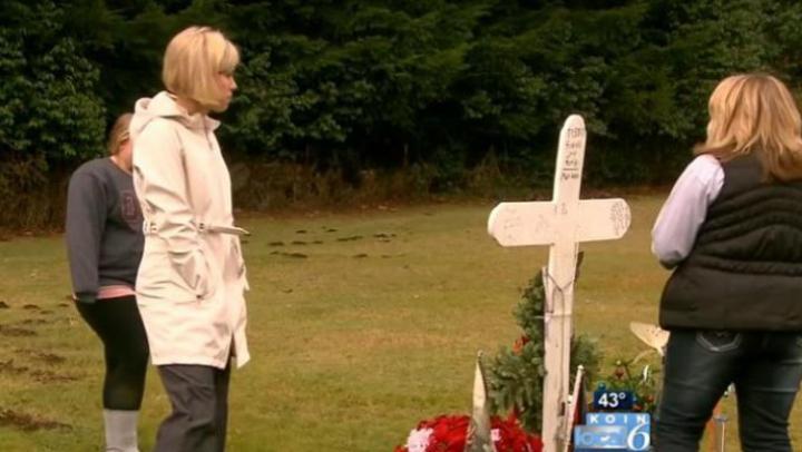 A surprins-o la mormântul fiului ei. Când a aflat cine e, a început să PLÂNGĂ (VIDEO)