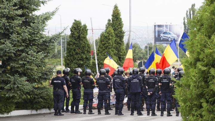 Vizita lui Rogozin la Chișinău, întâmpinată cu proteste: să vină în Moldova nu ca pe teritoriul lor