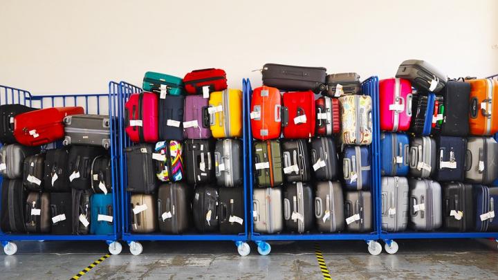 Important pentru cei ce pleacă în vacanţă! Ce lucruri ai voie să iei în bagajul de călătorie
