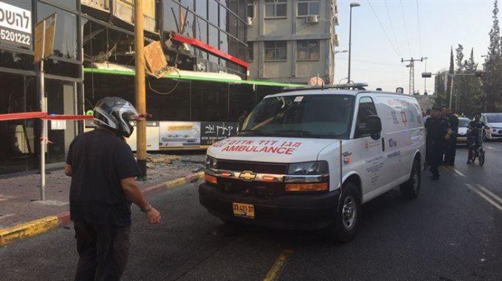 Un autobuz a lovit sediul unei secţii de poliţie din Tel Aviv (VIDEO)