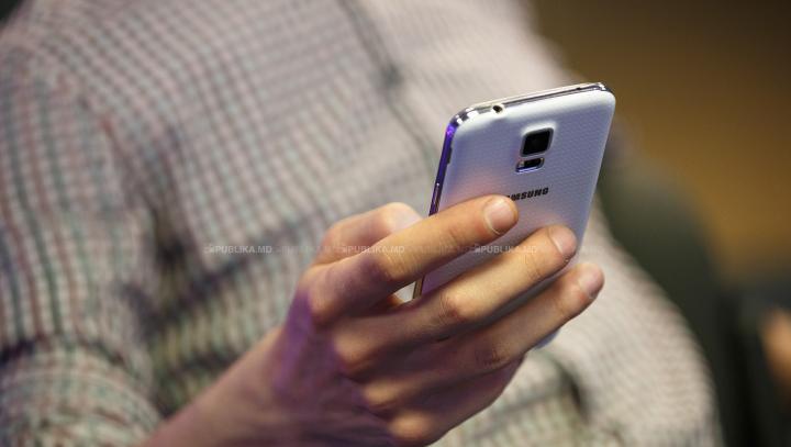 Greșeală MONUMENTALĂ a unui producător de smartphone-uri! Ce le-a apărut pe ecran utilizatorilor