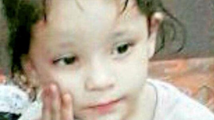 INCREDIBIL! O fetiță plânge cu lacrimi de sânge