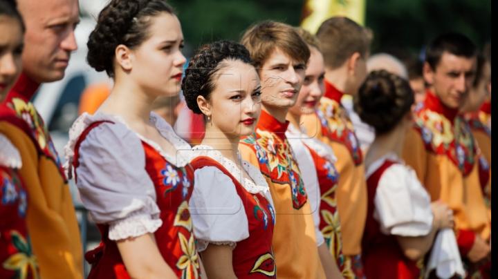 Voie bună la hramul orașului din Căușeni: Creştinii ortodocşi de stil vechi îi cinstesc pe Sfinţii Apostol şi Pavel