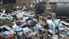 Oraşul Bălţi s-a transformat într-o groapă de gunoi! Mormane de deşeuri stau în curţile blocurilor (VIDEO)