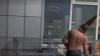 Polițiștii din Kiev au căutat o bombă într-un coș de gunoi, dar l-au găsit pe Vasea (VIDEO)