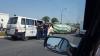 O betonieră s-a răsturnat pe o stradă din Capitală. O ambulanţă şi Poliţia, la faţa locului (FOTO)