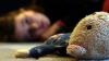GROAZNIC. O copilă de şase ani, supusă perversiunilor sexuale. Poliţia, sesizată abia după 11 zile