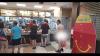 Un bărbat gol puşcă s-a aşezat liniştit la coadă într-un McDonald's (VIDEO +18)
