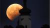 Milioane de priviri aţintite spre cer! Eclipsa parțială de lună văzută în diferite colţuri ale lumii (GALERIE FOTO)