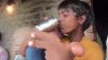 Unui copil îi este interiz să meargă la școală din cauza mâinilor uriașe pe care ele are. De ce boală grea suferă
