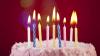 Suflatul în lumânările de pe tort, PERICULOS. Sute de bacterii sunt transportate din cavitatea bucală pe prăjitură