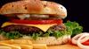 Cadoul lui Trump pentru Michelle Obama: Pizza, hamburgerii şi cartofii prăjiţi revin în meniurile şcolilor din SUA