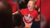 IMAGINI ȘOCANTE! O adolescentă de 13 ani URLĂ DE DURERE în timp ce este forțată de profesoară să facă șpagatul (VIDEO)