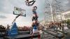 """Celebra trupa slovenă """"Dunking Devils"""" a prezentat un show cu salturi pe trambuline de Ziua Feroviarului"""