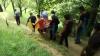 Imagini uluitoare! Cum sunt duși morții pe ultimul drum, într-un sat din România (VIDEO)