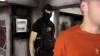 Un băiat în vârstă de 22 de ani, dat în urmărire penală, găsit la un internet-cafe cu HEROINĂ (VIDEO)