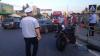 Atac cu ghinion! Trei romi au vrut să bată măr un motociclist, însă acesta s-a dovedit a fi luptător K1 (VIDEO)