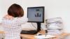 Ai o muncă sedentară? Ce afecțiuni poți avea dacă stai câteva ore pe scaun