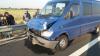 Două persoane au fost grav rănite după ce un autoturism s-a lovit violent cu un autocar cu 23 de turişti