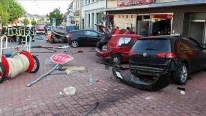 Germania: Un mort şi şase răniţi după ce un autobuz a lovit mai multe maşini