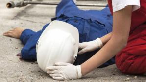 Accident înspăimântător! Un bărbat a fost strivit de sute de kilograme de fier