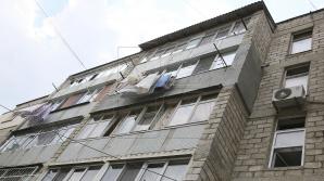 FINAL TRAGIC. Un bărbat din Căuşeni a sărit de la balcon de frică ca soţia să nu-l prindă cu alta (VIDEO)
