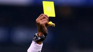 De râs în fotbalul brazilian. Un arbitrul a uitat să elimine un fotbalist după ce i-a arătat al doilea cartonaş galben
