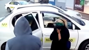 A impus două fete să-şi toarne verde de briliant pe faţă pentru că nu aveau bani să plătească cursa. Ce a păţit mai apoi taximetristul