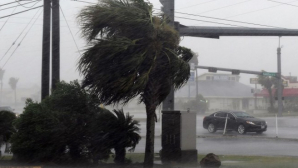 Uraganul Harvey, cel mai puternic din ultimii 12 ani, face ravagii în SUA: Inundaţiile au luat opt vieți în Texas