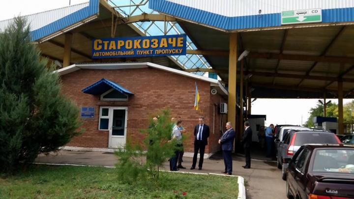 Aglomeraţie la punctul de trecere Starokazacie. Şeful Serviciului Vamal a mers să discute cu omologii ucraineni